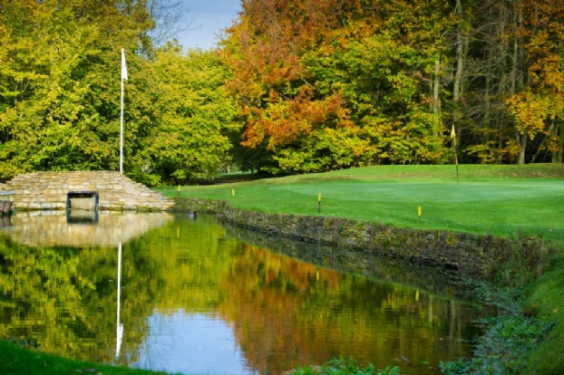 Golf breaks at Abbotsley Golf Hotel, England. GRD Rating: 8.5