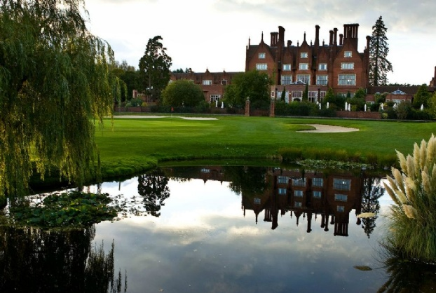 Golf breaks at Dunston Hall, England. GRD Rating: 8.5
